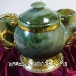 чайник из нефрита со стаканами из нефрита