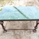 Кованный стол со столешницей из нефрита